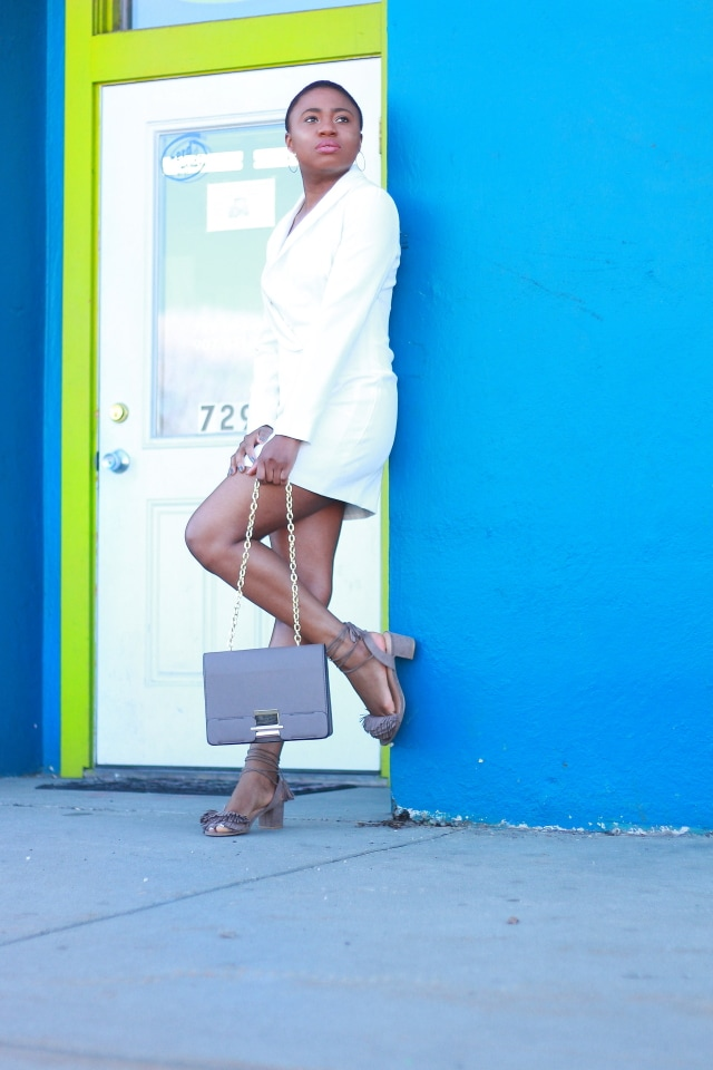 Can't seem to get over how well she styled this menswear-inspired blazer dress. The chunky fringe heels adds a unique twist to this super sexy look. The structured collar and asymmetric cut makes her look super stylish! Tuxedo dress   Summer fashion   Mini dress   Taupe heels   Fringe tassel sandals