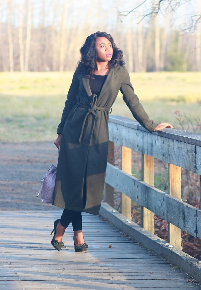 Fall Style: Longline coat and motto denim | Fashion blogger rocking a chic fall style. Her pick? A hunter green longline coat paired with a stunning suede heels and mauve bucket bag.