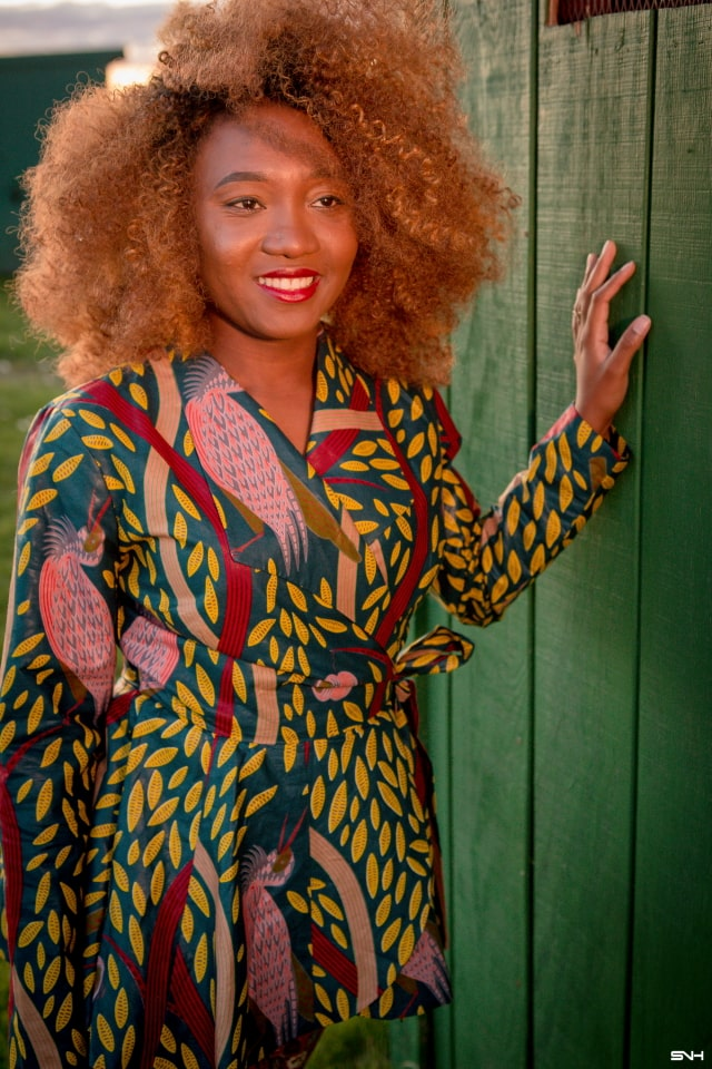 Twins rocking African print pant suits! Such a classy and unique way to rock ankara pieces. I just love how elegant they look with their printed suits, curly hair and classic heels. Definitely saving this look for the holiday. Fall style, dutch wax, kente, kitenge, dashiki, African styles, African prints, Nigerian style, Ghana fashion #ankara #africanprint #kente #ootd #twins