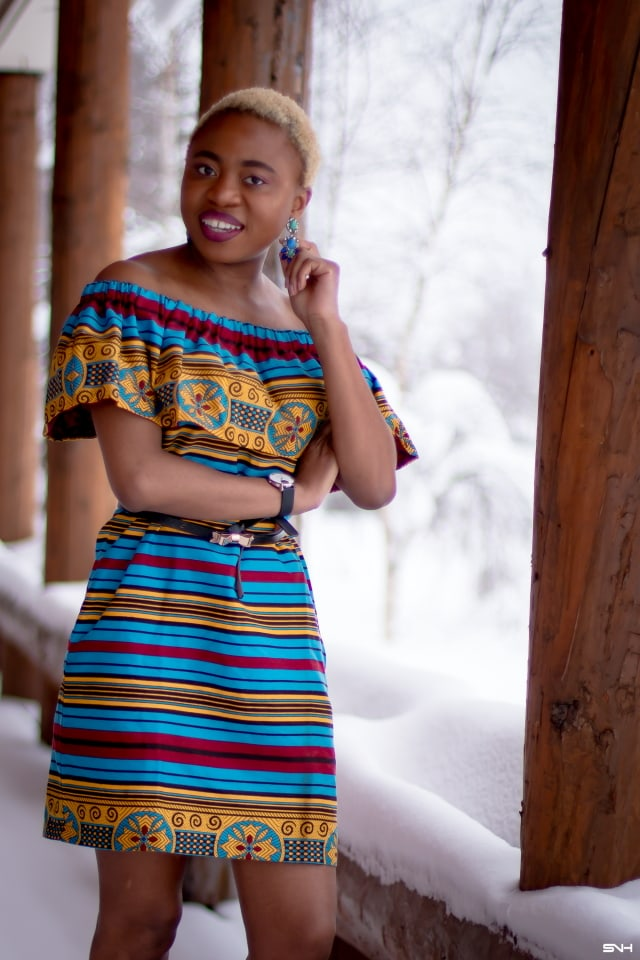 Spring is here but winter has a tight grip on us. Love how this blogger babe styled this African print off the shoulder dress with a loafer flat for a casual outfit. Her short blonde hair gives this simple outfit a certain je ne sais quoi that has us oohing and ahhing! This balck beauty got legs for days! #ankara #africanprint #ankarafashion #nigerian