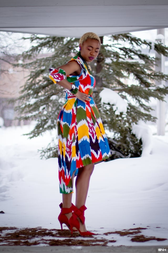 Louisa Moje is a Nigerian fashion blogger who runs La Passion Voutee. Her refined style, vibrant and elegant African print outfits invite you on a colorful and artist journey. Her ankara fashion series like this African print high-low dress featuring African print designers around the world has been a hit. The way she gracefully showcases these beautiful prints against the Alaska snow make her looks stand out. #ankara #africanprint #ankarafashion #nigerian