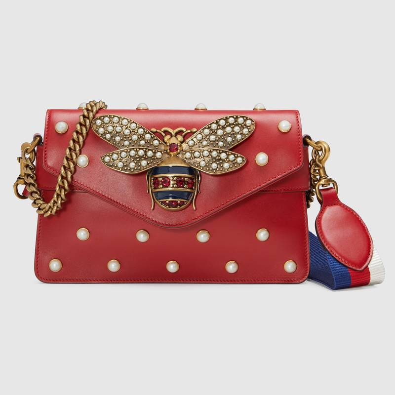 Want to shop Gucci handbag dupes? Read this post FIRST! Find out everything you need to know about shopping Gucci bags. And the best places to find these look-alike Gucci bags.