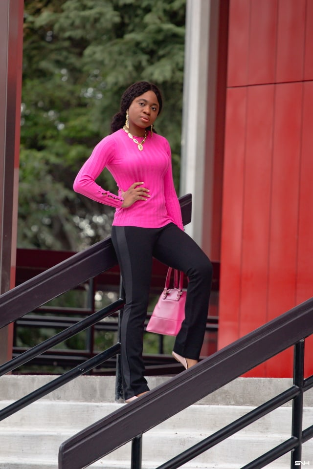 Pink is not my favorite color, but I love this black and pink sweater outfit. The colors and the unanticipated combination with a pastel pink flats give this workwear a kick. The contrasting details of the ponte dress pants yoga pants mixed with the dark-tone studs on the sweater sleeves are eye-catching. This look is all about pink sweaters, tuxedo pants, fall fashion, work outfits, black and pink outfits, pink and black outfit.